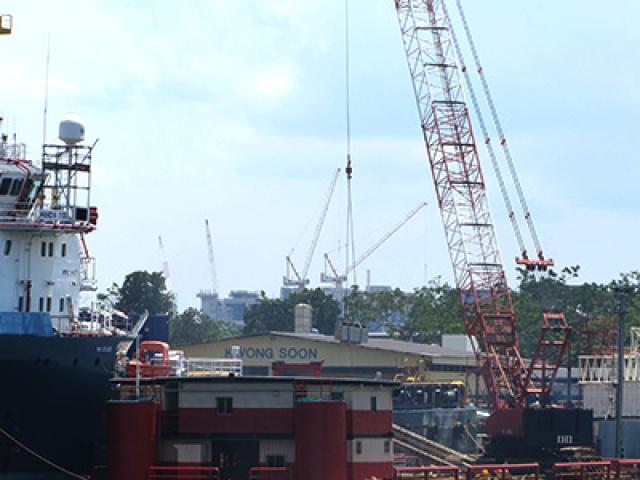 200 Ton Crane Barge