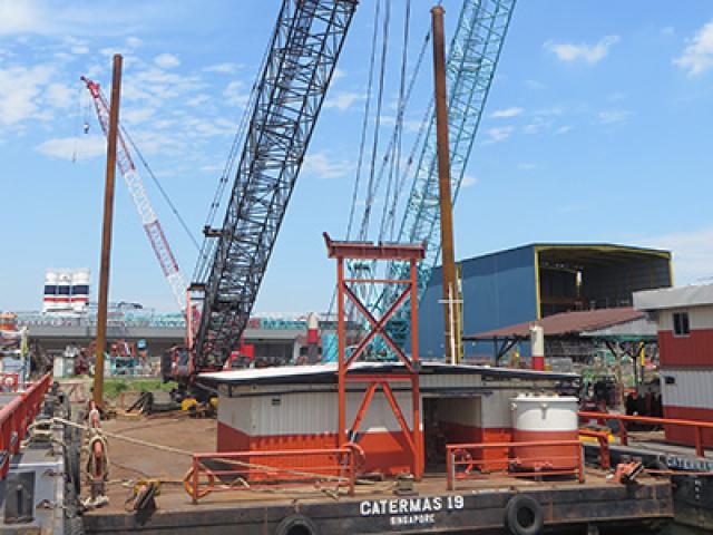 150 Ton Crane Barge
