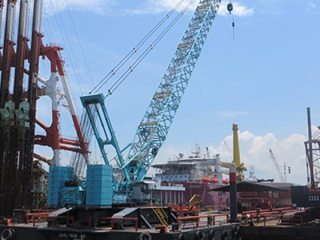 400 Ton Crane Barge