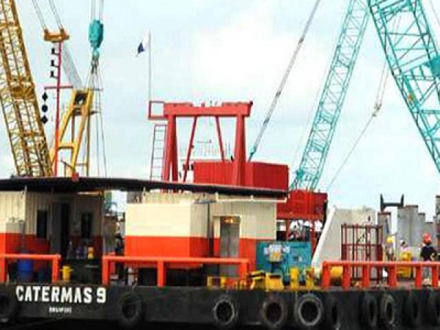 250 Ton Crane Barge
